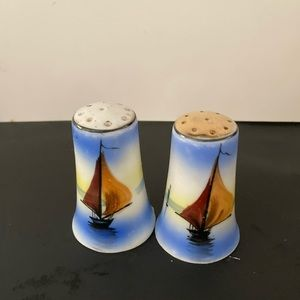 Vtg Japan salt and pepper shaker Sailboats